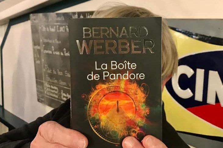 """Couverture du livre """"La Boite de Pandore"""""""