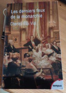 """Couverture du livre""""Les derniers feux de la monarchie"""""""