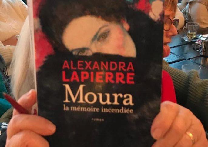"""Couverture du livre """"Moura"""""""