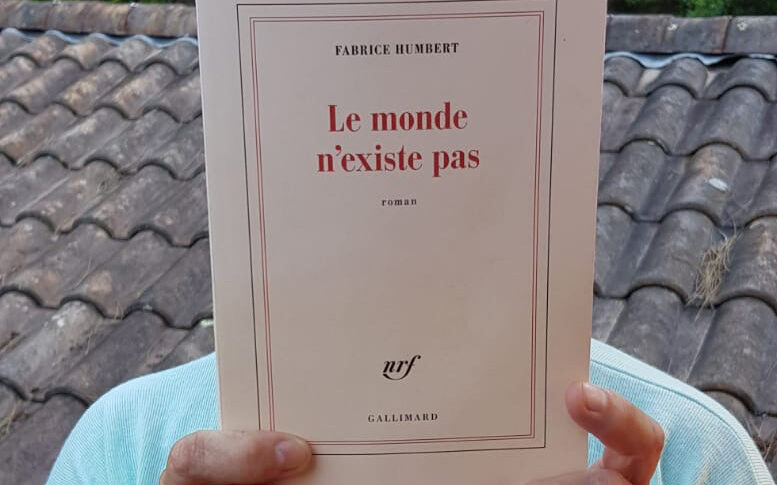 """Couverture du livre """"Le monde n'existe Pas"""""""
