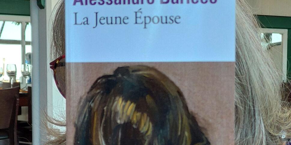 """Couverture du livre """"La Jeune épouse"""""""